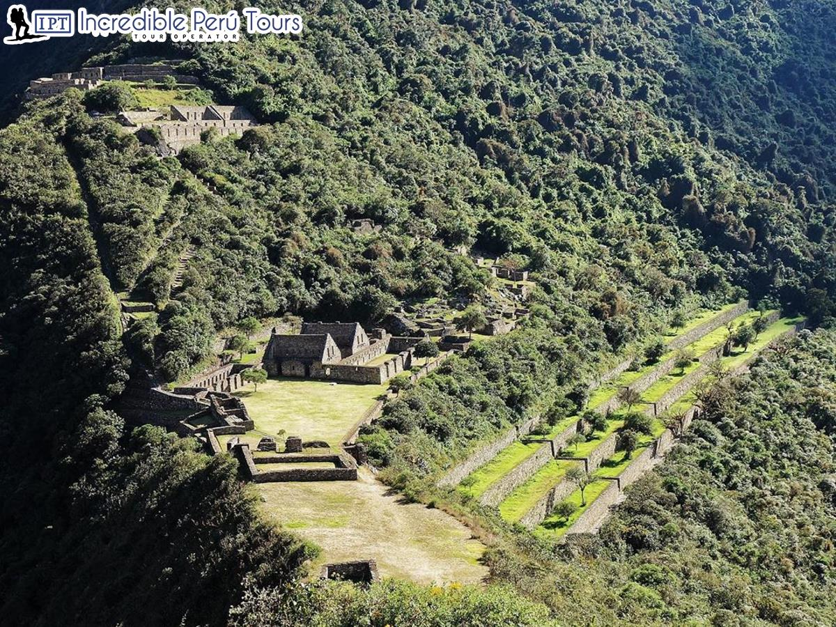 Trek to Choquequirao and Machu Picchu 8 Days 3